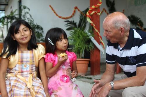 Mijn vader met Loida en Ludin